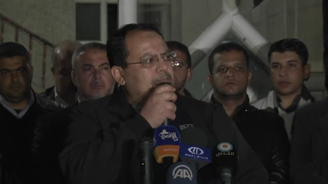 vídeos de stock e filmes b-roll de hamas official ismail radwan and spokesman of islamic jihad davud shihab deliver a speech as people gather to protest against palestinian court's... - porta voz masculino