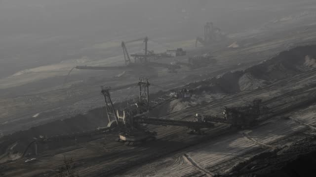 vidéos et rushes de hambach brown coal opencast mine near bergheim, north rhine-westphalia, germany, europe - charbon