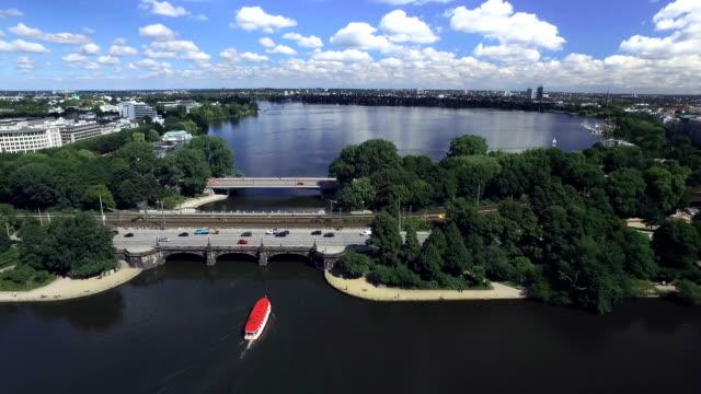 vídeos de stock, filmes e b-roll de hamburg binnenalster and aussenalster aerial view - rio elbe