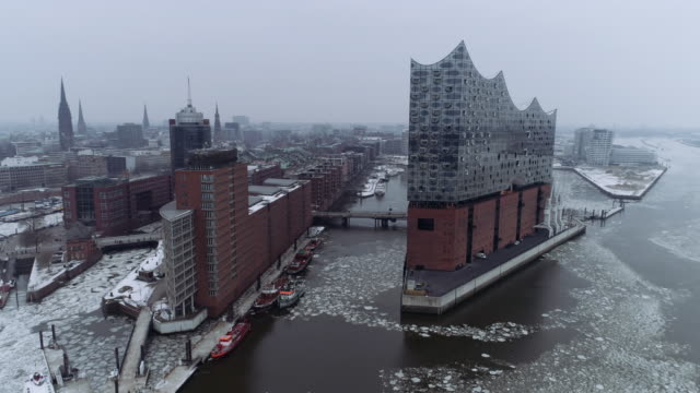 hamburg elbphilharmonie winter ice aerial - hamburg stock-videos und b-roll-filmmaterial