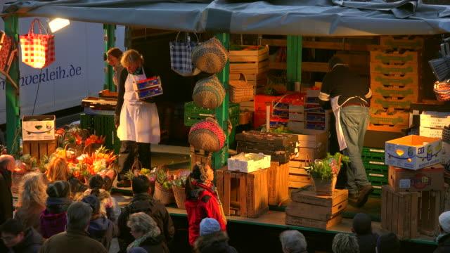 hamburg fish market, altona, hamburg, germany - korb stock-videos und b-roll-filmmaterial