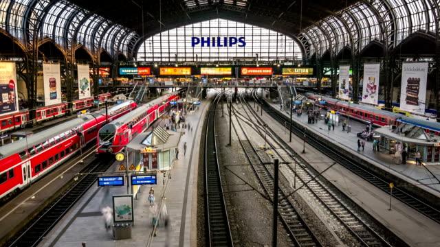 hamburg main train station hyperlapse - bahnhof stock-videos und b-roll-filmmaterial