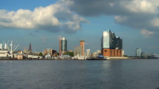 Hamburger Skyline mit Elbphilharmonie, Zeitraffer
