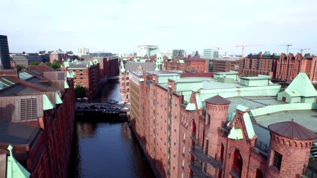 hamburg speicherstadt and hafencity aerial view - kraneinstellung stock-videos und b-roll-filmmaterial