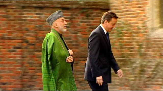 vídeos y material grabado en eventos de stock de hamid karzai meets david cameron at chequers england buckinghamshire chequers ext david cameron mp shaking hands with hamid karzai then along and... - buckinghamshire