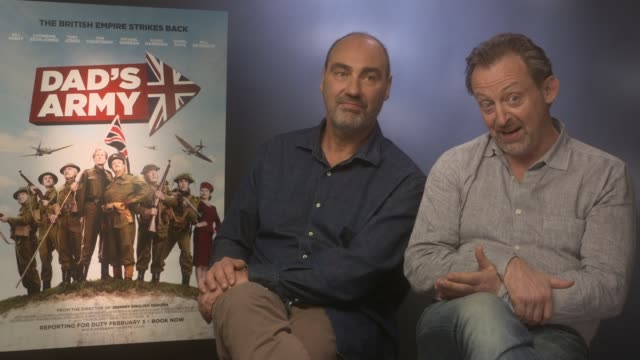 vídeos y material grabado en eventos de stock de interview hamish mccoll oliver parker on michael gambon the cast becoming their own platoon cast creating their own spin on the characters at 'dad's... - pelotón ejército de tierra
