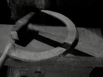vidéos et rushes de hammer and sickle soviet communist symbol - communisme