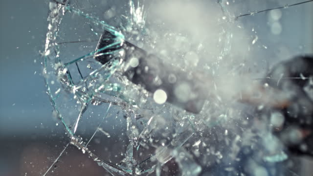 stockvideo's en b-roll-footage met slo mo ld hammer smashing het glas - agressie