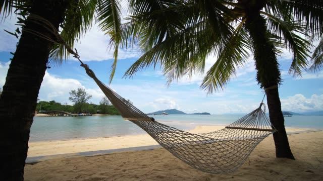 hängmatta på payam island, ranong thailand - hängmatta sol bildbanksvideor och videomaterial från bakom kulisserna