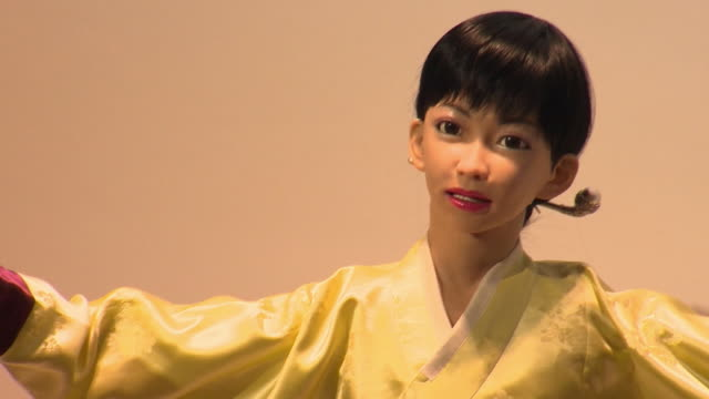 hanbok wearing robot dancing - weibliche figur stock-videos und b-roll-filmmaterial