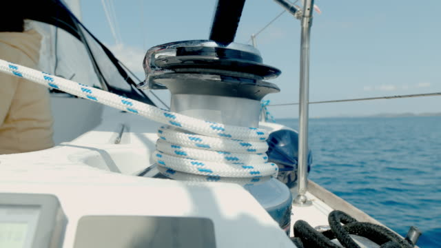 cu hand adjusting rigging on sailboat - corda video stock e b–roll