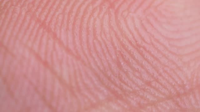 stockvideo's en b-roll-footage met hand en vingers extreme close-up - schizofrenie