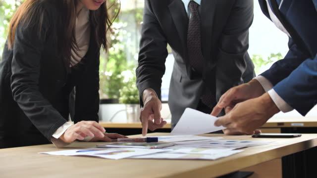 会議での手のビジネス人 - 改善点の映像素材/bロール