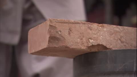 vídeos y material grabado en eventos de stock de cu hand chopping brick in half/ china - ladrillo