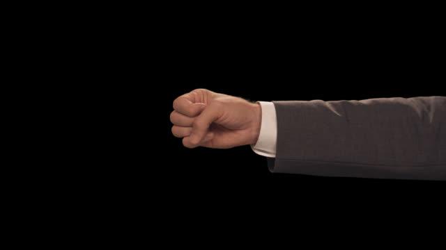 ms hand count to 3 - completo da uomo video stock e b–roll