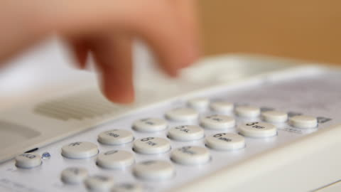 vídeos y material grabado en eventos de stock de mano marcar número de teléfono - teléfono con cable