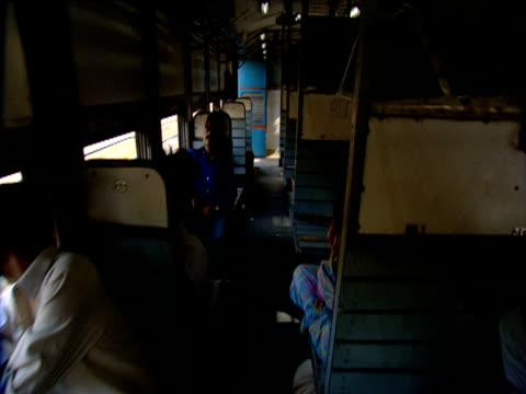 vídeos de stock, filmes e b-roll de hand held track through second class train compartments india - pouca luz