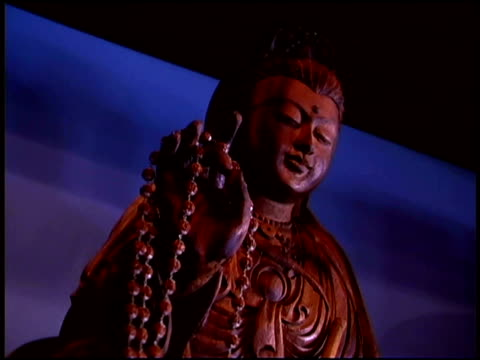 hand held twist moves of a buddhist statue in a temple. - weibliche figur stock-videos und b-roll-filmmaterial