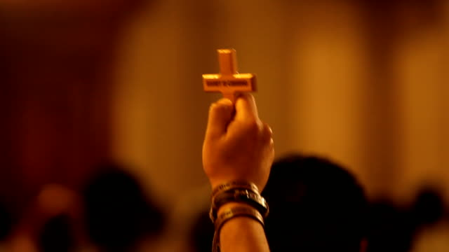 cu hand holding wooden cross/ cairo/ egypt - 英字点の映像素材/bロール