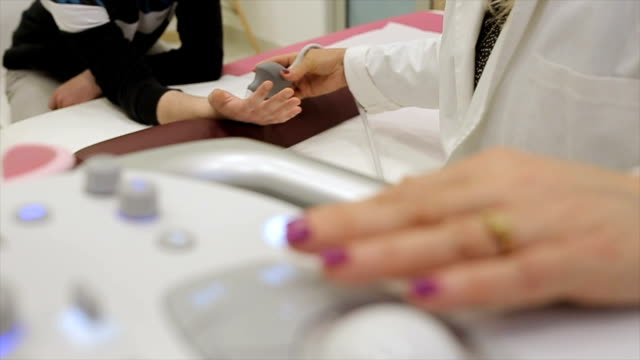 vídeos de stock, filmes e b-roll de lesões de mão, exame ultra-sonográfico - ultrassom 3d
