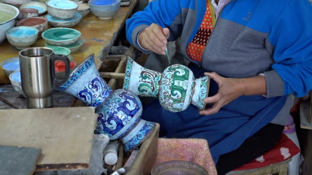 hand of artists painting china pot - pottery stock videos & royalty-free footage