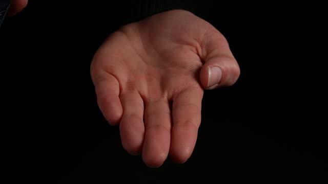 vidéos et rushes de hand of woman and shaving foam against black background, real time 4k - foam hand