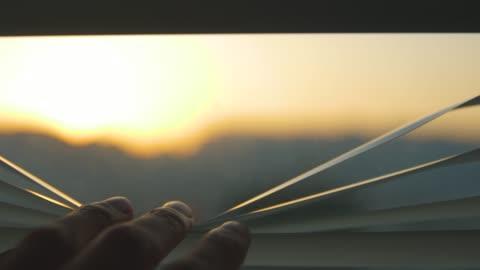 hand öppna persienner på morgonen - window bildbanksvideor och videomaterial från bakom kulisserna
