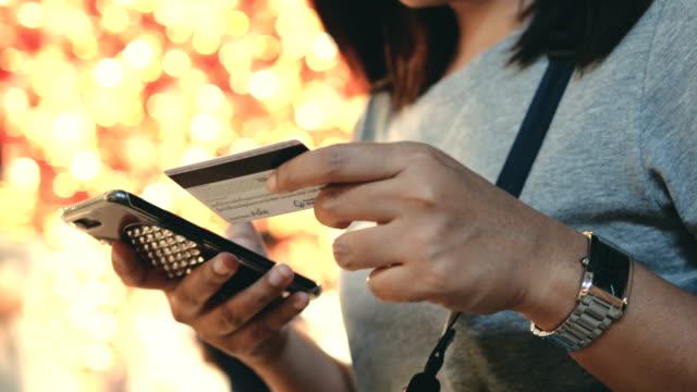 vídeos de stock e filmes b-roll de hand paying online - geração z