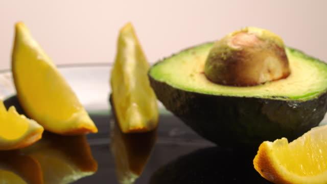 vídeos y material grabado en eventos de stock de ms hand placing avocado half next to other avocado / los angeles, california, united states - aguacate