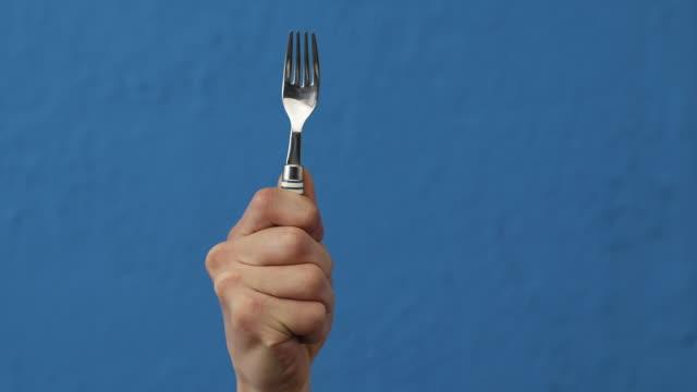 vidéos et rushes de cu hand raising with grabbed fork / seoul, south korea - bras en l'air