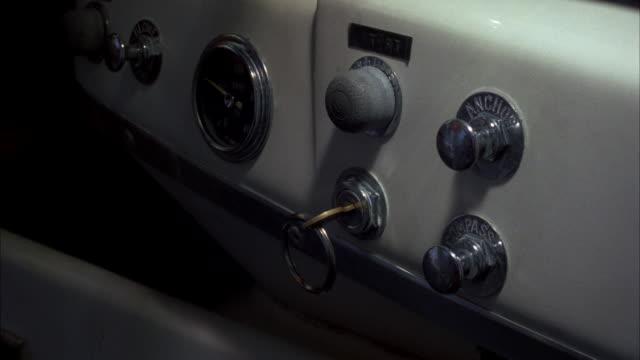 vídeos de stock, filmes e b-roll de cu hand removing key - ignição