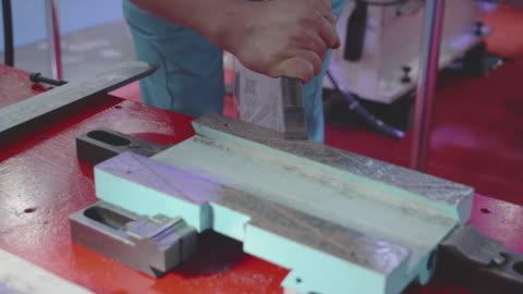 vídeos y material grabado en eventos de stock de raspado a mano. - transferencia de impresión instantánea