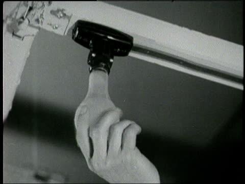 vídeos de stock, filmes e b-roll de a hand screws in a light bulb - lâmpada