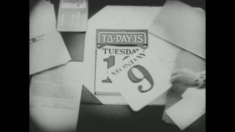 "vídeos y material grabado en eventos de stock de 1920 a hand tears off the date from a calendar revealing the new date of ""tuesday 10"" - semana"