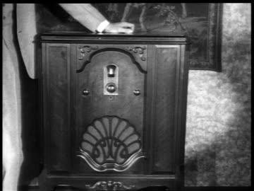 b/w 1929 hand turning dial of radio / industrial - 1920 1929 bildbanksvideor och videomaterial från bakom kulisserna