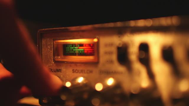 vídeos y material grabado en eventos de stock de cu of hand turning on cb radio - walkie talkie