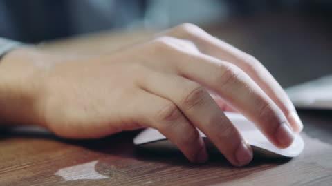 hand med datormus - maskinskriven text bildbanksvideor och videomaterial från bakom kulisserna