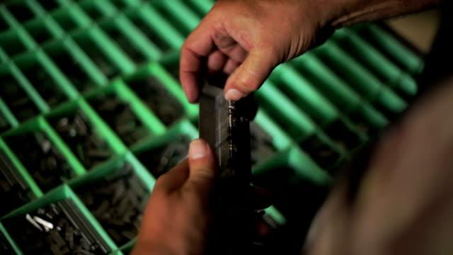 vídeos y material grabado en eventos de stock de mano con bloques de tipografía - máquina impresora