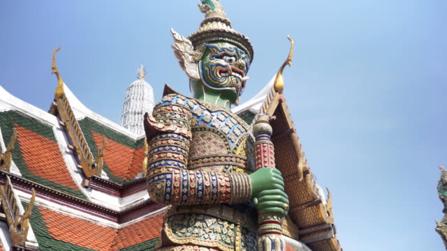 handheld low angle view: demon guardian at grand palace thailand, bangkok - bangkok stock videos & royalty-free footage