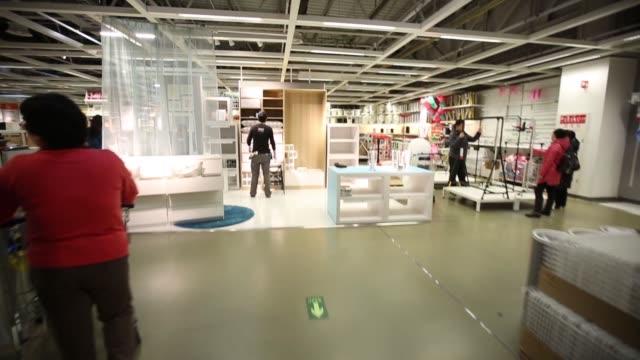 vídeos y material grabado en eventos de stock de handheld pov of customer riding up an escalator inside the ikea beijing xihongmen store operated by ikea ab in beijing china on monday march 9... - ir marcha atrás