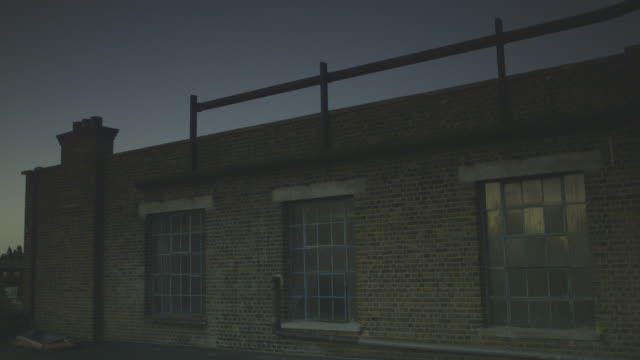 vídeos y material grabado en eventos de stock de handheld sequence showing exterior views of a dilapidated victorian industrial building at dusk, east london, uk. - nostalgia