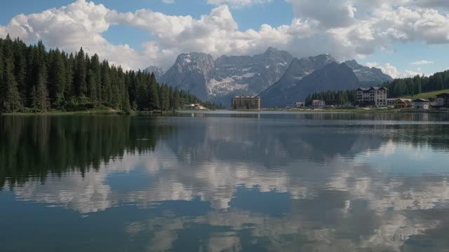 vídeos y material grabado en eventos de stock de handheld shot looking across lake misurina at grand hotel misurina, dolomites, italy - paisaje espectacular