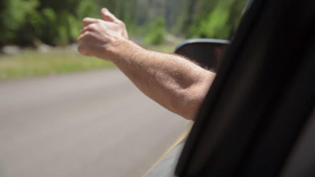 vídeos y material grabado en eventos de stock de handheld shot of man driving car on sunny day - barba de tres días