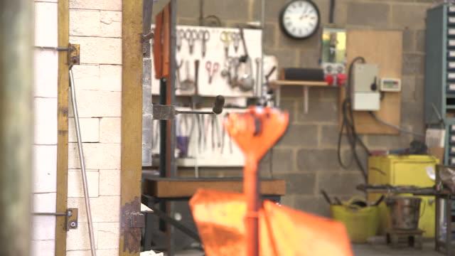 vidéos et rushes de handheld shot of part of a workshop (with heat haze), uk. - parpaing