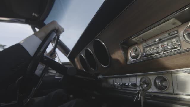 vídeos de stock, filmes e b-roll de handheld shot of the dashboard of a vintage car - ignição