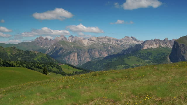 handheld shot showing an idyllic landscape in summer, val gardena, dolomites, italy - val gardena video stock e b–roll