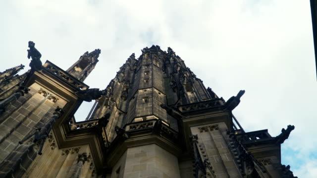 聖ジョージ大聖堂、大聖堂、プラハを中心にハンドヘルド ビュー - 聖ヴィート大聖堂点の映像素材/bロール
