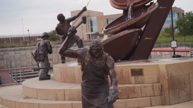 Handheld wide angle of the tribute to labor sculpture along the Missouri River, titled 'Labor' by Matthew Placeck.