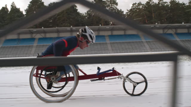 handicapped sportsman racing in wheelchair - 車いす点の映像素材/bロール