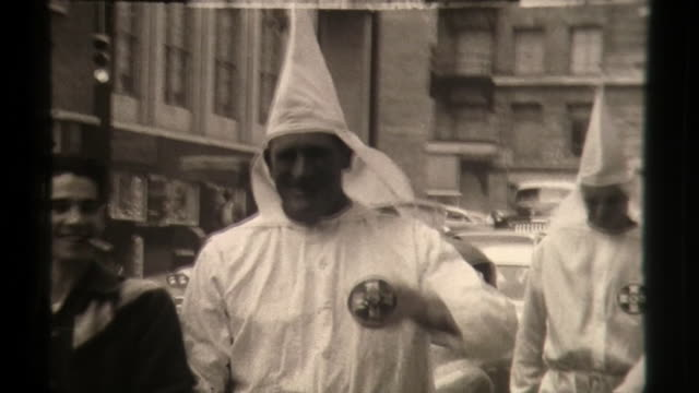 handing out flyers, black people silently protest, klansmen walk streets, civil rights in the 1960s - ku klux klan stock videos & royalty-free footage